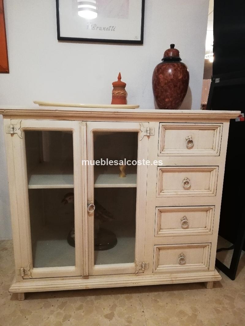 Mueble blanco envejecido