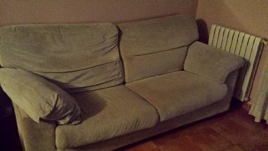 2 sofas . Uno de 2plazas y uno de 3 plazas. Color gris/biege buen estado