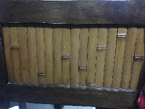 Silla de madera y bambú