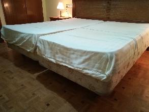 Cama: colchón + somier (90cm x190cm) FLEX