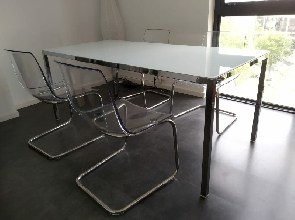 Mesa Ikea con sillas Tobias