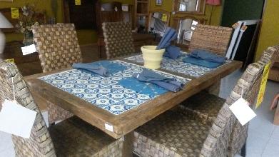 Mesa de comedor madera cerámica rústica