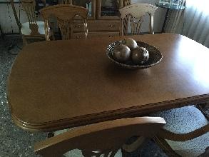Conjunto de mesa extensible y seis sillas