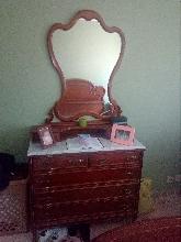 Espejo y cajonera de habitacion