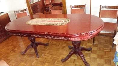 Mesa de comedor de caoba