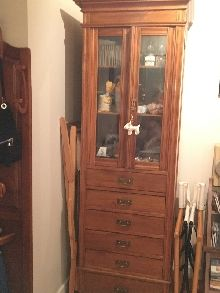 Mueble restaurado antiguo armero