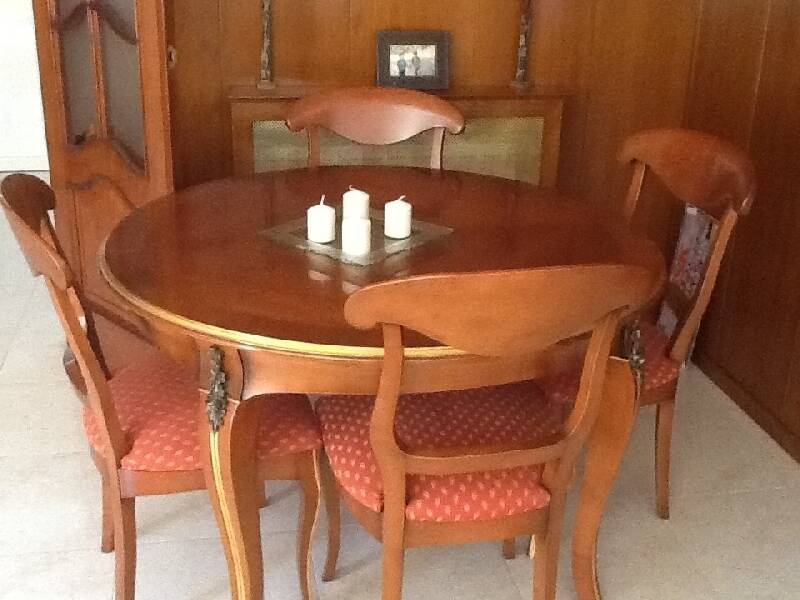 Mesa madera maciza y 4 sillas cod 18483 segunda mano for Sillas madera segunda mano