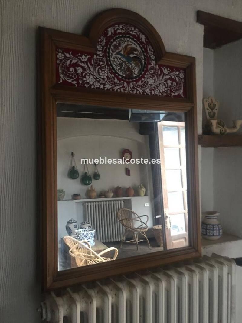 Espejo antiguo con parte superior esmaltada