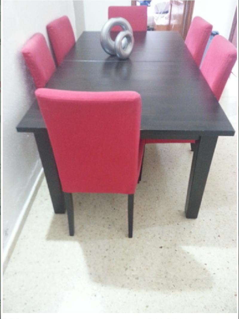 Vendo mesa de comedor familiar con sus 6 sillas.
