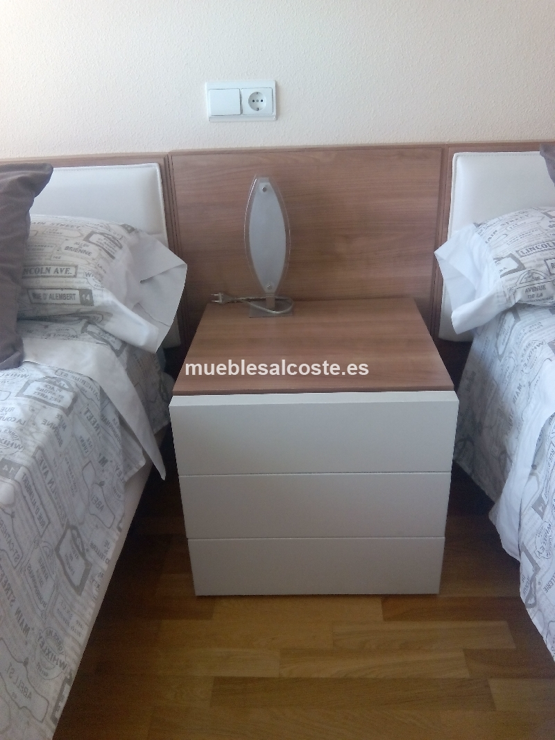 2 camas cabeceros colchones mesilla de 3 cajones y for Camas y colchones