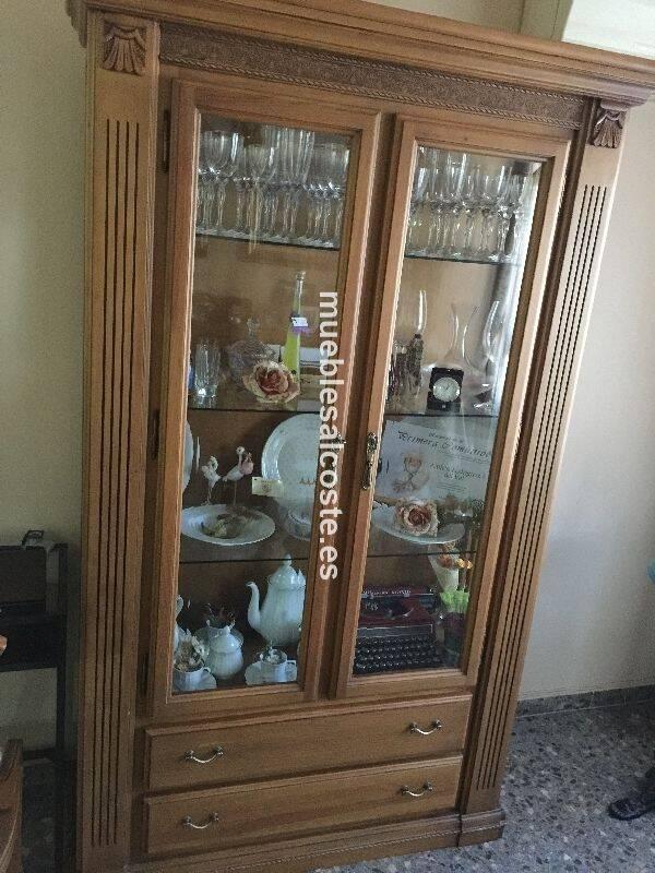Vitrina de comedor de madera color roble