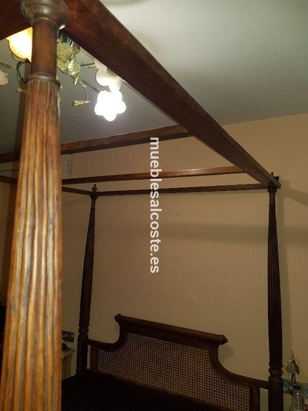 Cama dosel de madera tallada